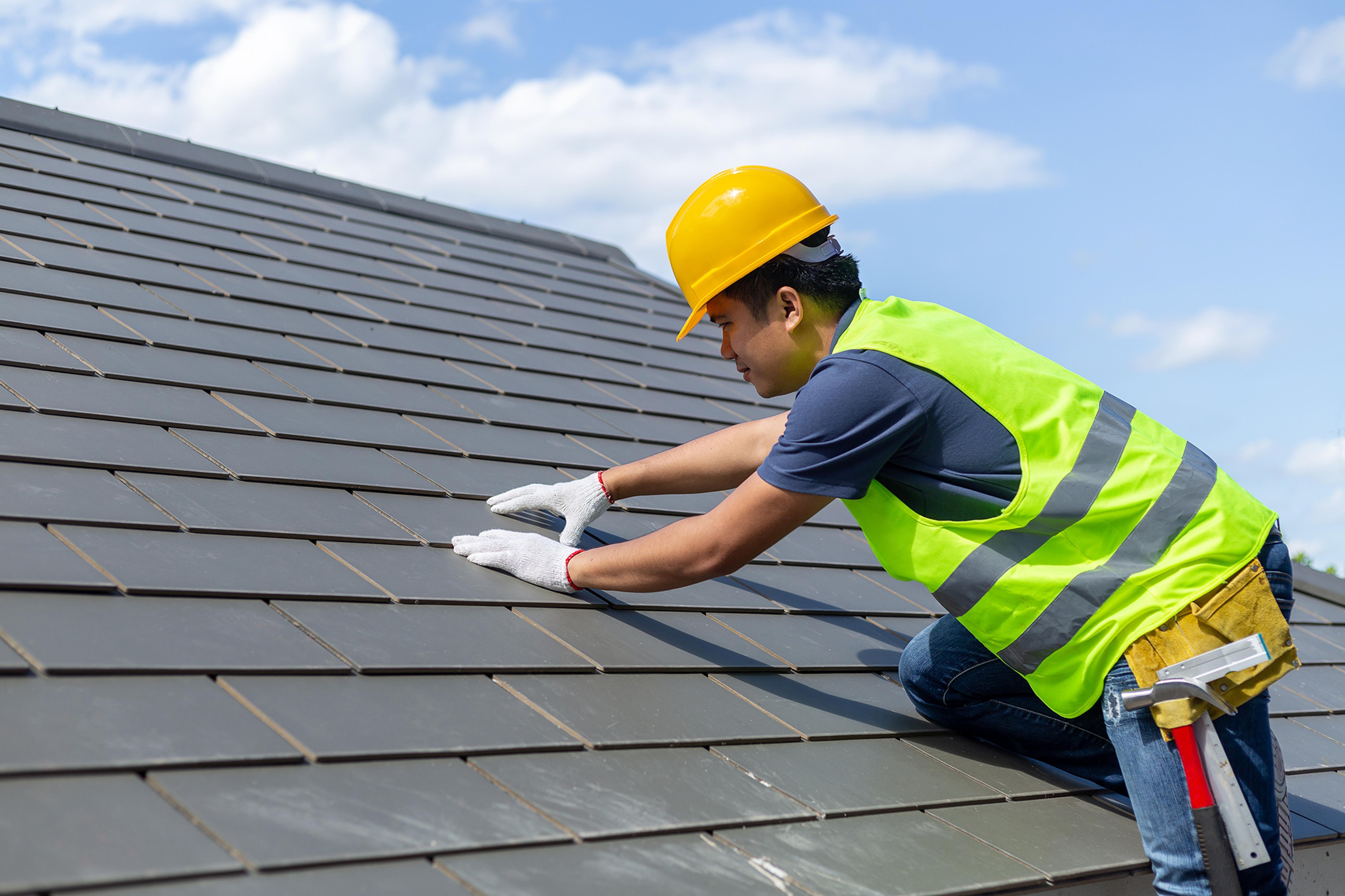 Roofer tiling
